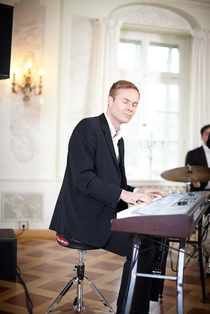 Musiker Simon Bamberger mit Nevyan Lenkov (Drums)